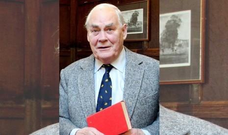 Sir Jay Tidmarsh dan buku yang dikembalikannya
