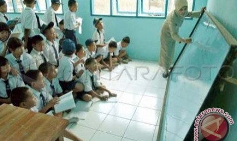 Siswa SD sedang belajar - ilustrasi