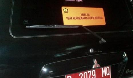 Stiker BBM non subidi pada kendaraan (ilustrasi).