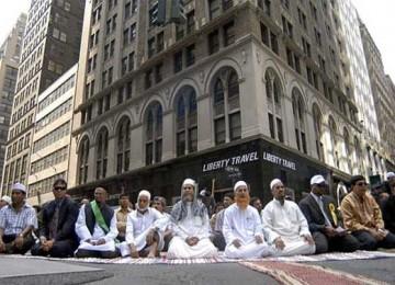 Suana Shalat idul Fitri saat Muslim San Diego belum memiliki gedung Muslim Community Center.