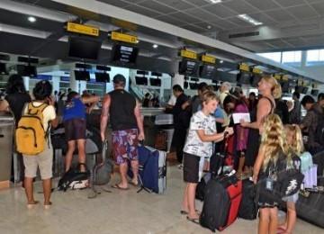 Suasana di check in penumpang di Bandara Internasional Lombok.