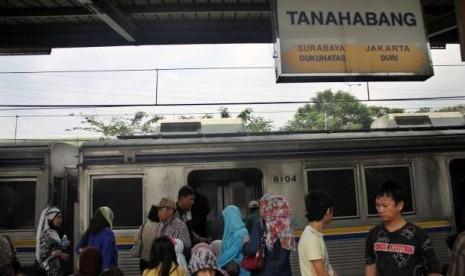 Suasana di Stasiun Tanah Abang, Jakarta