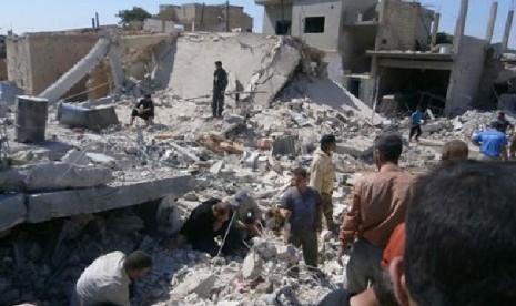 Suasana kota Qusair saat dibombardir oleh pasukan pemerintah Suriah