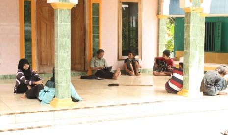 Pilih 'Wajib Sekolah' atau 'Wajib Belajar'?
