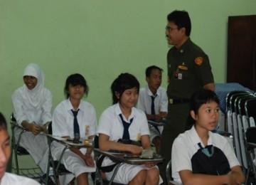 Suasana UN di sebuah SMP.