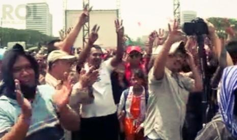 'Daripada Pesta Pora, Jokowi Harusnya Pikirkan BBM'