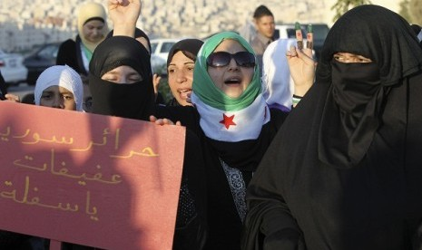 Syrian protesters living in Jordan shout slogans against Syria's President Bashar Al-Assad during a protest outside the Syrian embassy in Amman June 28, 2012. The placard reads