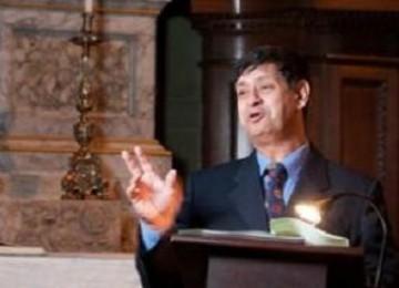 Taj Hargey menyampaikan khutbah di kapel Pembroke College