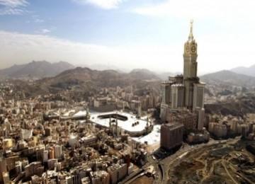 Tampak menara jam Royal Mecca, dari prespektif mata burung