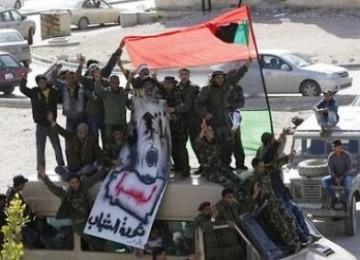 Tentara Libya yang ikut bergabung dengan mass demonstran anti-Gaddafi
