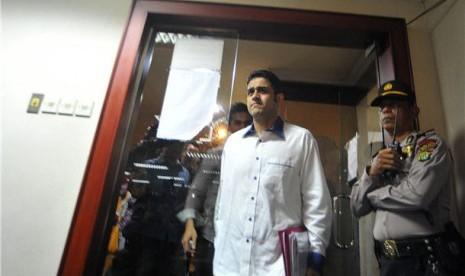 Terdakwa kasus suap proyek Wisma Atlet, Muhammad Nazaruddin, bersiap memberikan pledoi atau nota pembelaan di Pengadilan Tindak Pidana Korupsi, Jakarta, Senin (9/4).
