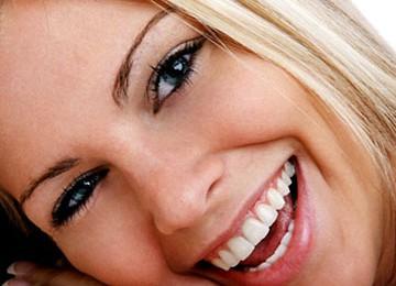 Senyum manis dapat terlihat dari bibir yang sehat/ilustrasi