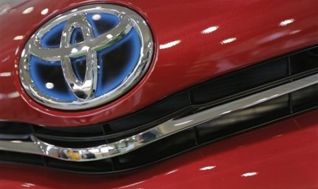 The emblem of a Toyota car shines at Toyota Motor Corp.'s showroom Toyota Mega Web in Tokyo. Toyota Motor Corp. (file photo)