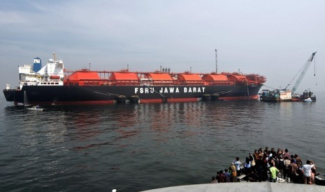 The Floating Storage Regasification Unit (FSRU) Jawa Barat is the first floating terminal in Indonesia. (illustration)