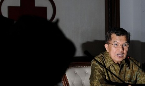 The head of Indonesian Red Cross (PMI) Jusuf Kalla explains his fact and finding mission of Rohingya case in Jakarta on Tuesday. He visits Rohingya in Arakan, Myanmar, last week.