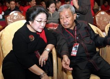 Theo Syafei (kanan) saat berbincang dengan Megawati Soekarnoputri.