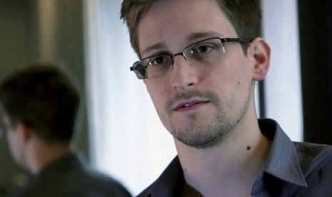 This June 9, 2013 photo provided by The Guardian newspaper in London shows Edward Snowden, who worked as a contract employee at the US National Security Agency, in Hong Kong. (file photo)