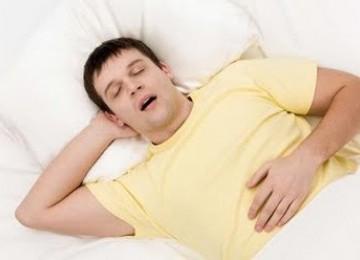 Tidur sambil ngorok atawa mendengkur (ilustrasi).