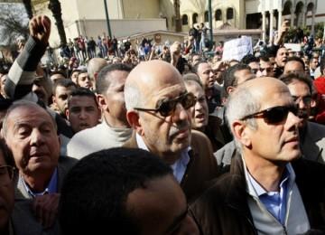 Tokoh oposisi Mesir ElBaradei sesaat sebelum ditahan polisi Mesir, Jumat (28/1)