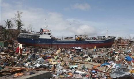 Topan Haiyan porak-porandakan Filipina.