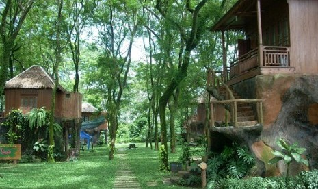 Tree houses in Mekarsari Tourism Park in Cileungsi, Bogor. The park now has Water Kingdom Mekarsari, claimed to be the biggest waterpark in Asia. (file photo)