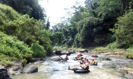 Tubing, Wahana Wisata Air di Kali Gono