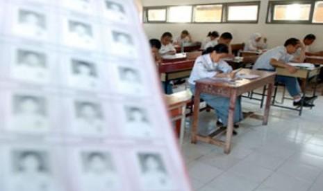 SMAN 30 Garut Gelar Ujian Nasional di Tenda