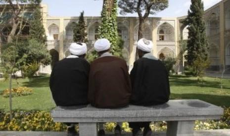 Ulama Iran di Pesantren Sadr, Isfahan.