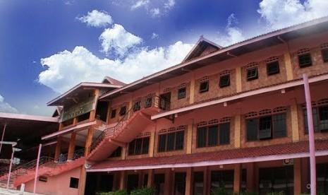 Universitas Pesantren Tinggi Darul Ulum (Unipdu), Jombang, Jawa Timur.