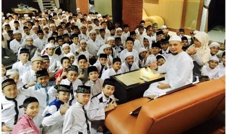 Inilah 10 Alasan Ustadz Arifin Ilham Memasukkan Anaknya ke Pesantren