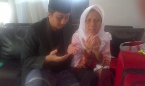 Ustaz Yusuf Mansur Bersama Ibunda