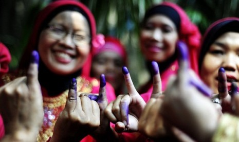 Voters show their tinted fingers after voting fo Jakarta elections in South Jakarta on Wednesday.