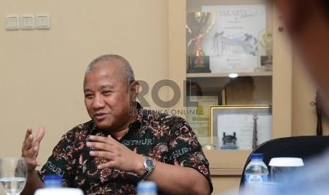 Wakil Ketua Umum Kesatuan Tour Travel Haji Umrah Republik Indonesia (Kesthuri), Artha Hanif berbincang bersama awak redaksi Harian Umum REPUBLIKA di Jakarta Selatan, Rabu (28/10).  (Republika/Raisan Al Farisi)
