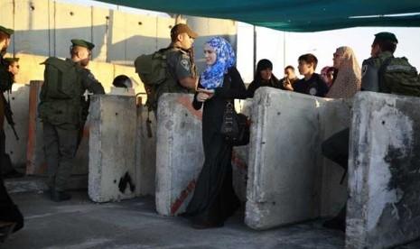 ... pemeriksaan tentara zionis Israel dekat Masjid Al Aqsa di Yerusalem