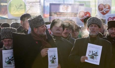 Warga Kota Grozny, Republik Chechnya, demo menolak visualisasi Nabi Muhammad.