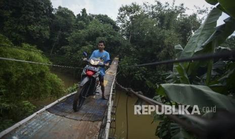 In Picture: Jembatan Sederhana di Pinggiran Kota Jakarta