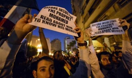 Warga Mesir melakukan protes di luar Kedubes AS terkait film anti-Islam