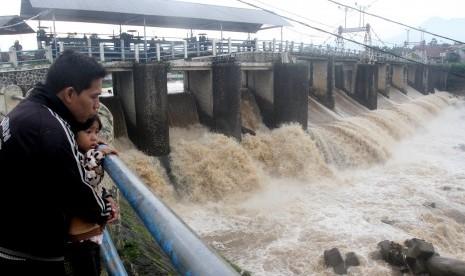 Katulampa Berlakukan Status Siaga Tiga Banjir Petang Ini