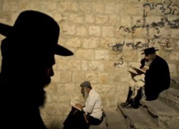 Yahudi ultra-ortodok tengah beribadah di makam Nabi Yusuf di kota Nablus