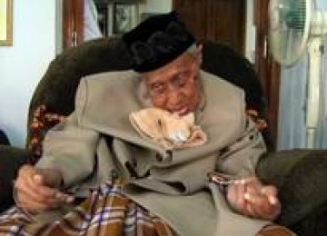 ABAH ANOM MENINGGAL DUNIA 2011 KH Shohibulwafa Tajul Arifin Ra Meninggal Dunia Karena Sakit Jantung