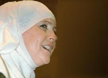 Kisah Mualaf Aminah Assilmi: Dia Korbankan Segalanya Demi Islam