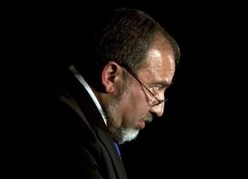 Astaghfirullah...Hina Palestina, Lieberman Lakukan Wawancara di Toilet