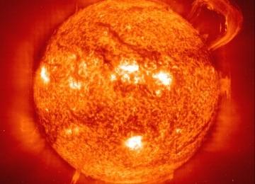 Badai Matahari Capai Bumi Semalam