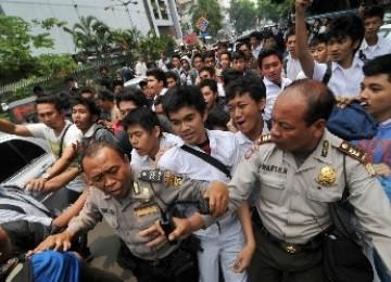 Wartawan Foto Dipukul dengan Batu Bata