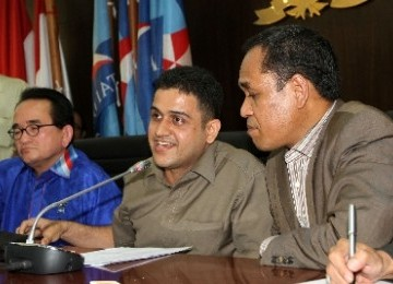 http://static.republika.co.id/uploads/images/headline/bendahara-umum-dpp-partai-demokrat-m-nazaruddin-tengah-_110516082828-722.jpg