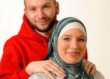 Liburan Membawa Leila Reeb Temukan Hidayah