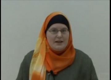 Keislamannya Dihormati Keluarga, Glyn Menerima Kado Natal Jilbab