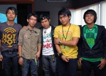 http://static.republika.co.id/uploads/images/headline/grup-band-wali-albumnya-laris-manis-di-malaysia-_110608094358-611.jpg