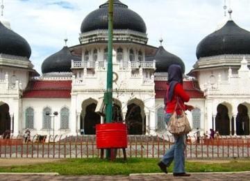 Ribuan Kaum Muda Indonesia Tolak Poligami