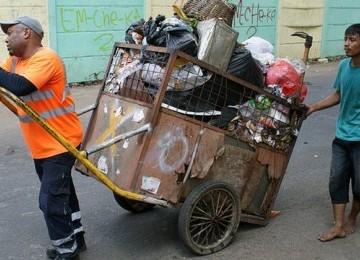 [imagetag] Mengharukan, Kisah Imam 'Tukang Sampah' di Jakarta Ditayangkan Televisi Inggris BBC